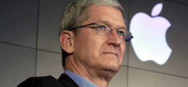Tim Cook: Telefonní číslo Steva Jobse máme stále uložené