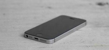 Jaký je nový iPhone SE?